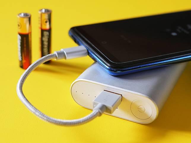 手機不再插尿袋!各國積極研發「鋰硫電池」 續航力最多可達5天