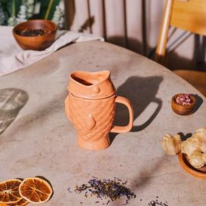 來一口鯛魚燒 最愛吃的鯛魚燒,如今變身泡茶杯,讓你的茶多了一點想像中的甜味 鯛魚燒張大了口,吃下茶葉和花果實,送給你一杯好喝的茶,讓你可以獨享愉快的午茶時光
