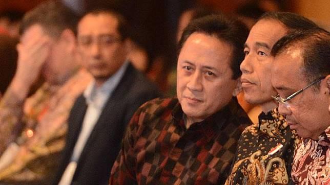 Presiden Jokowi (ketiga kanan) bersama Kepala Badan Ekonomi Kreatif Triawan Munaf (keempat kanan), dan Mensesneg Pratiknomenghadiri pembukaan Idbyte 2017 di Jakarta, 28 September 2017.  ANTARA