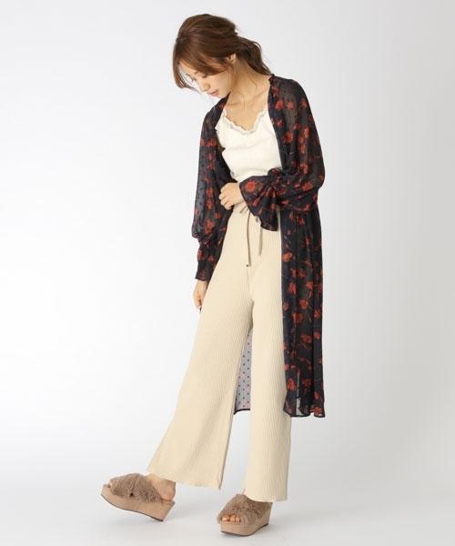 開襟式碎花連身裙+簡約上衣與寬褲