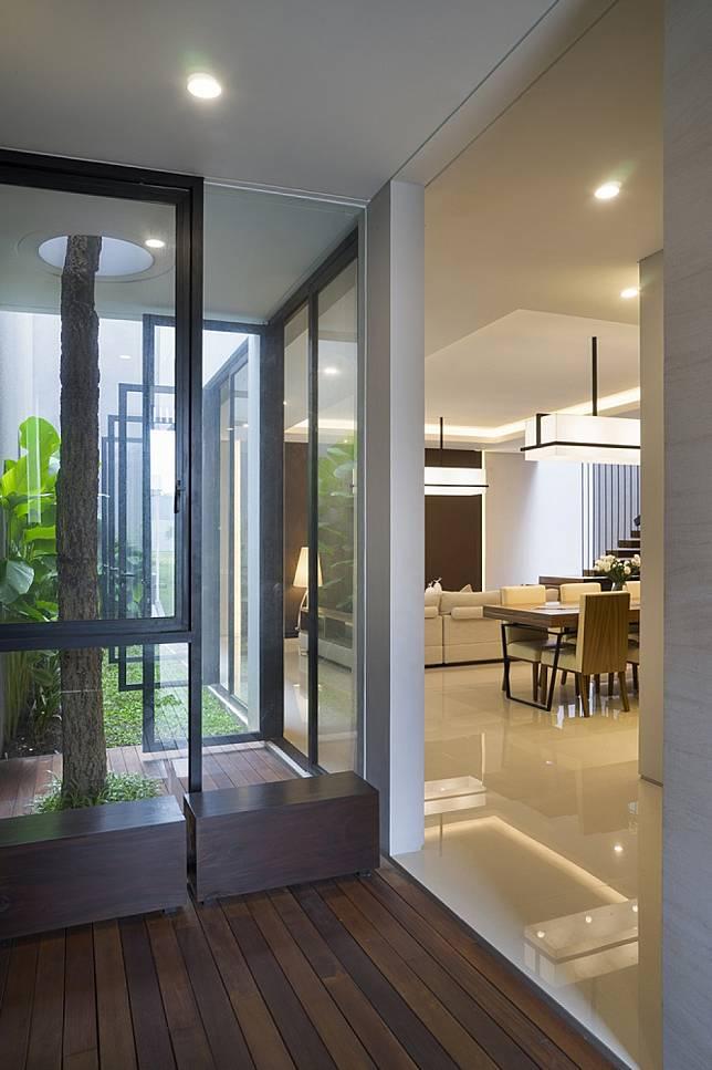 S House Rumah Di Surabaya Yang Punya Konsep 7 S Punya Area Terbuka Hijau Di Dalamnya Loh Furnizing Com Line Today