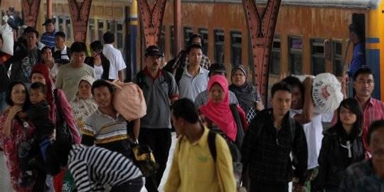 arus balik stasiun senen. ©2012 Merdeka.com