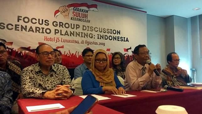 Mahfud MD bersama sejumlah tokoh yang tergabung dalam Gerakan Suluh Kebangsaan menggelar diskusi Scenario Planning: Indonesia di Hotel JS Luwansa, Jakarta, 16 Agustus 2019. Diskusi ini digelar dalam rangka menanggulangi gerakan intoleransi dan radikalisme di Indonesia. TEMPO/Ahmad Faiz