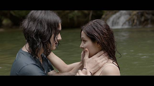 """""""จูน"""" เลิฟซีน """"แน็ค"""" เร่าร้อนกลางน้ำ เชื่อแฟนคลับเข้าใจไม่เขม่น"""