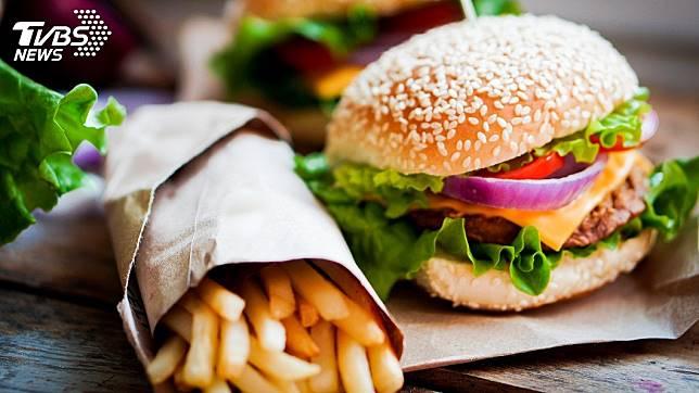 美國研究指出,速食會影響男性的精蟲數。 圖/TVBS