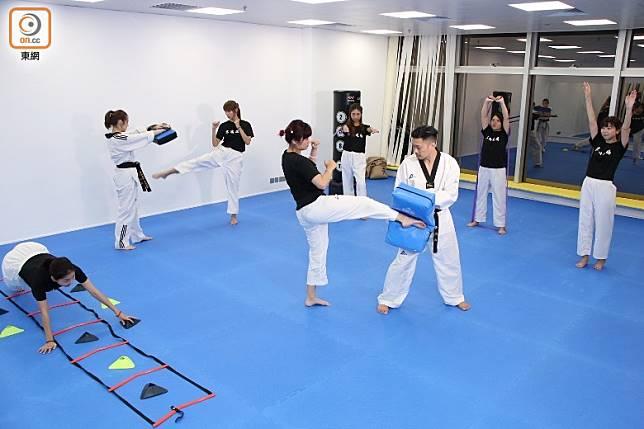 6站高強度訓練,學員要在每站進行40秒訓練,稍作休息10秒後進入下站,直至完成6站為止。(張錦昌攝)