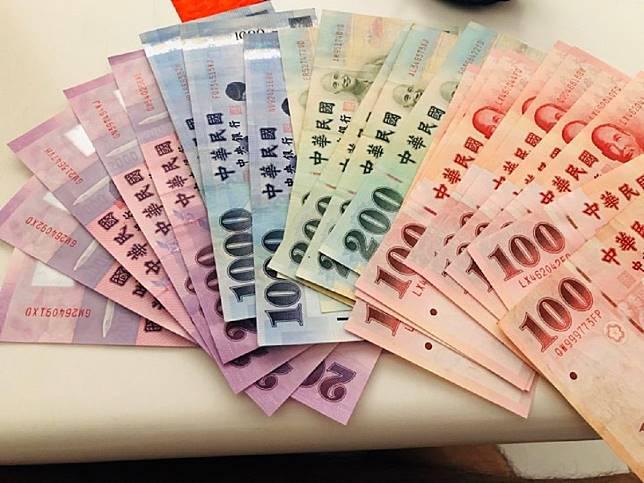 ▲花花綠綠的鈔票,人人都愛。(示意圖/記者王柏文攝)