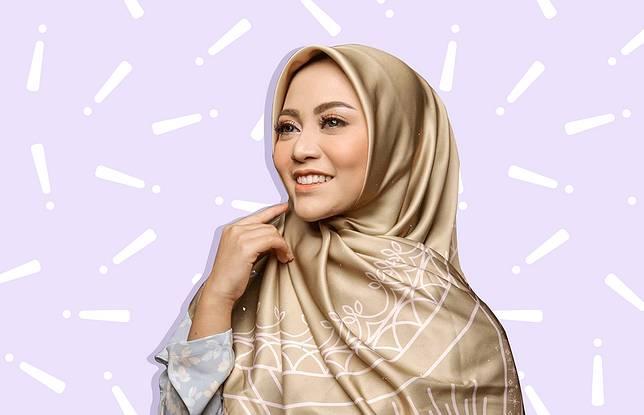 5 Hijaber Hits Ini Punya Online Shop dengan Pilihan Hijab Cantik 2d528de19d