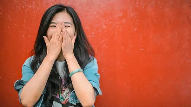 ilustrasi perempuan tertawa/Photo by Andrea Piacquadio from Pexels