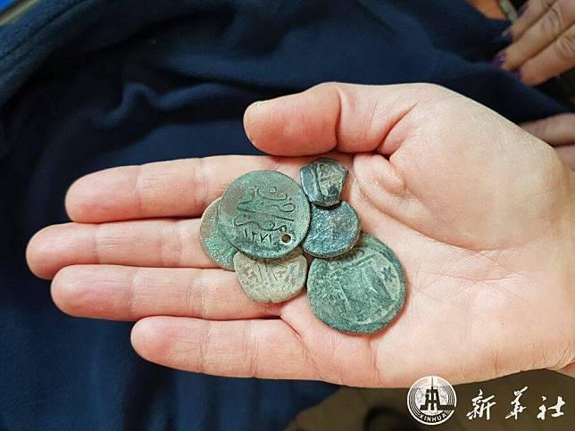 อิสราเอลพบขุมสมบัติ 'เหรียญโบราณ' กลางบ้านโจรขุดของเก่า
