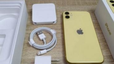 iPhone 11 黃色版開箱寫真!同場對比 iPhone 11 Pro