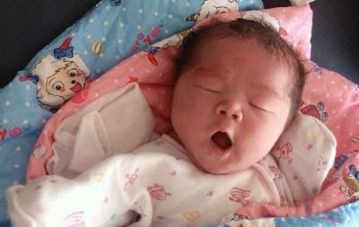 Con thức giấc, khóc quấy giữa đêm, mẹ áp dụng 4 cách này bé ngủ lại nhàn tênh trong chớp mắt