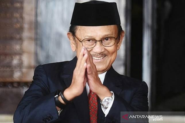 Habibie wafat - Seluruh pegawai Bank Muamalat berdoa