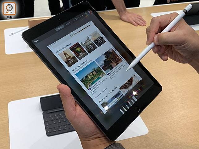 支援第一代Apple Pencil,用筆從左下角往上拖拉便可擷圖。(陳志滔攝)