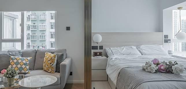 客飯廳只有一扇窗戶,本身光線不足,但改以玻璃趟門來分隔房間與客飯廳後,即能把睡房窗戶所引入的自然光帶進客飯廳。同時,設計師特意選用香檳色門框的玻璃趟門,以營造高貴效果,而直紋玻璃則可在客人到訪時,保留私隱度。(受訪者提供)