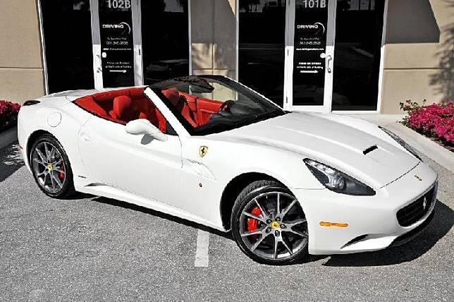 Luxury car illustration: Ferrari. Roadsmile.com