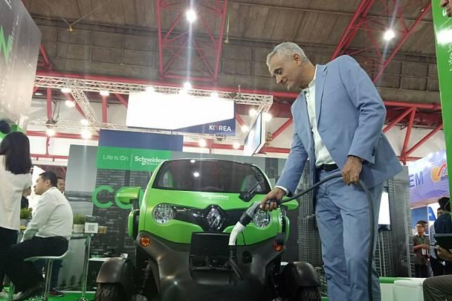 EVLink, alat pengisian daya mobil listrik dari Schneider