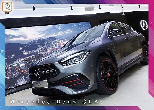 全新第二代Mercedes-Benz GLA已正式抵港,輸港的是搭載僅1.33L的直四Turbo引擎的GLA 200車型,拍攝車更是加裝搶眼紅色套件的Edition 1版本。(方偉堅攝)