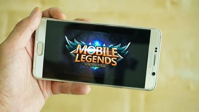 Aplikasi game Mobile Legends di sebuah ponsel pintar. [Shutterstock]