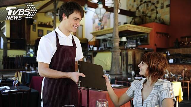 外籍妻子用剛學的中文和服務生對話 (示意圖/TVBS)