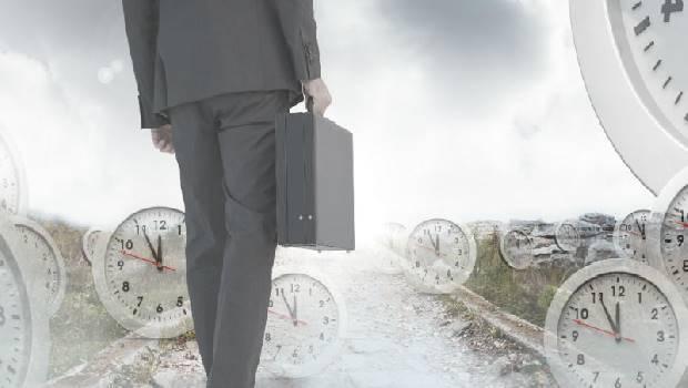 同是大企業主管,一個負氣離職後失業10年,一個成功布局轉職生涯...2個故事教你離職3原則