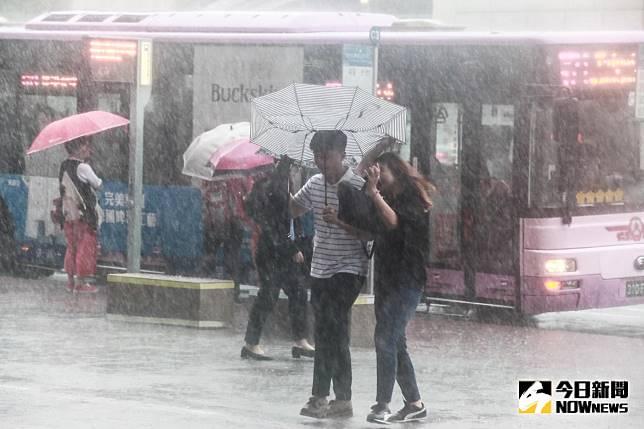 明天放不放颱風假? 專家分析:到明早仍要嚴防強風豪雨