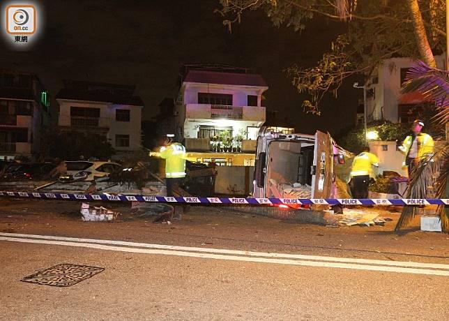 客貨車在大棠路失事,一名女途人死亡。(胡德威攝)
