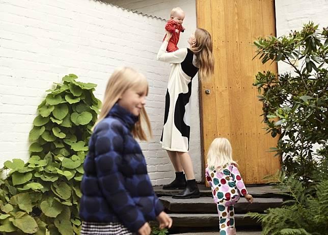 除女裝外今次聯乘還首次推出女童及嬰兒系列。(互聯網)