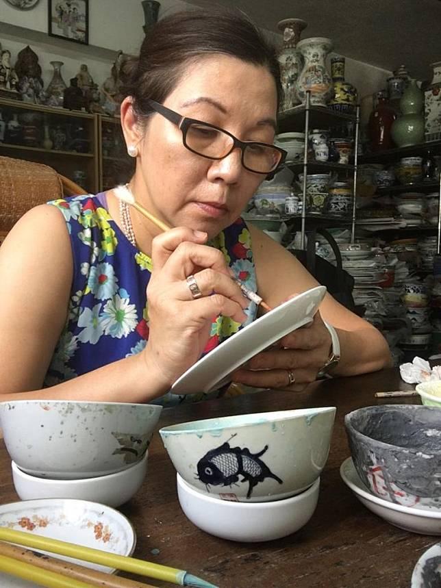 在1小時的港彩瓷畫工作坊裡,將會學習運用釉上彩技法在白瓷上繪畫。(互聯網)