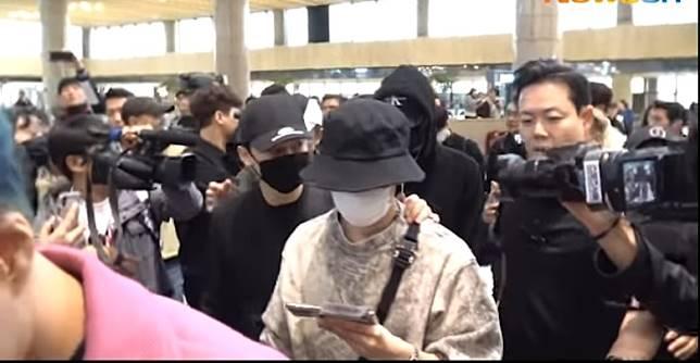 EXO昨日出發赴日準備開騷。