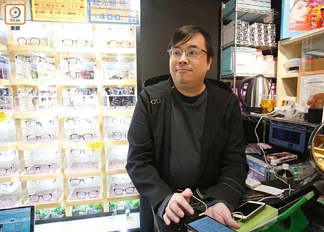 鄭先生表示現時每月要倒貼2萬港元維持店舖,店舖或會在農曆新年前後結業。