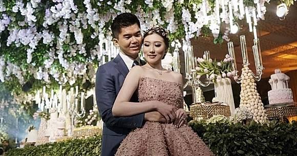 Crazy Rich Surabayan Couple Giving Away Sports Car Gold Coin Souvenirs At Extravagant Bali Wedding