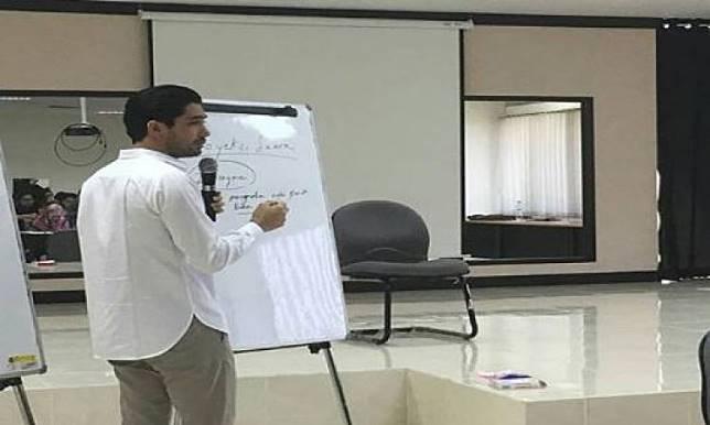 10 Reaksi Kocak Soal Reza Rahardian Jadi Dosen, Mahasiswi Auto Rajin