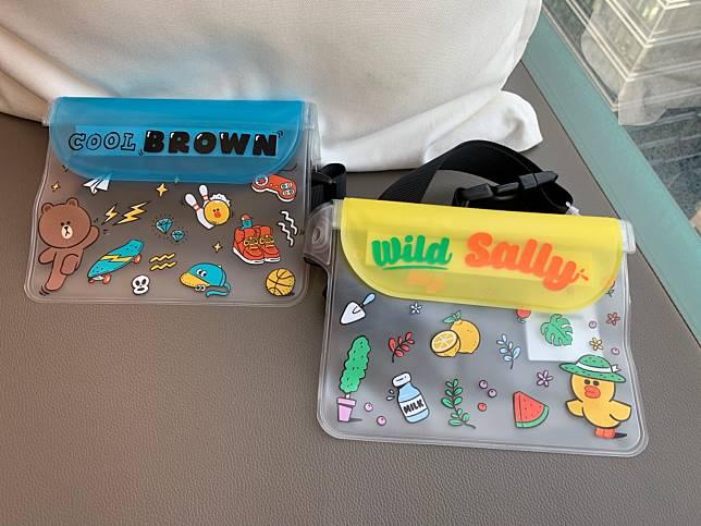 防水包有兩個款式,同樣可愛又實用。($78/個)