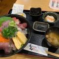 大海鮮丼 - 実際訪問したユーザーが直接撮影して投稿した西新宿魚介・海鮮料理炭火活烹三是 新宿西口店の写真のメニュー情報