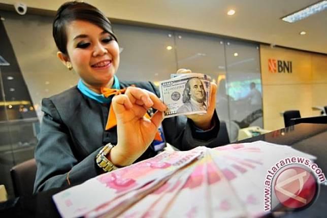 Rupiah cenderung melemah, investor tunggu susunan kabinet baru