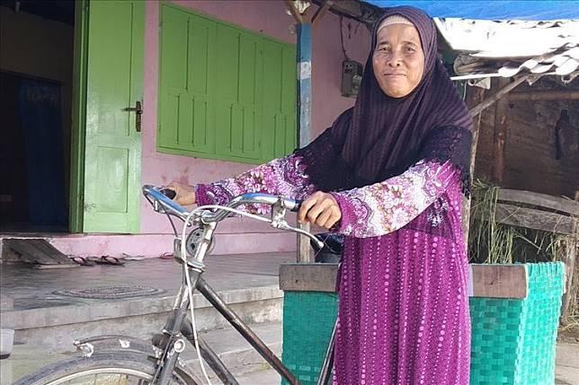 28 Tahun Menabung Uang Senilai Rp 5 ribu, Penjual Kerupuk Asal Klaten Akhirnya Berhasil Naik Haji