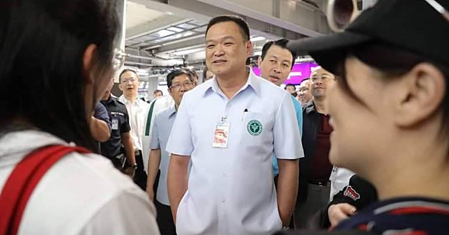 อนุทิน สั่งเพิ่มเครื่องสแกนทั่วสนามบิน ยกระดับมาตรการคุมเชื้อไวรัสโคโรนาสายพันธุ์ใหม่ แม้ทางการจีนสั่งปิดเมืองอู่ฮั่น
