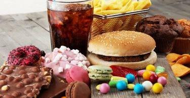不經意就超標,20種吃不多也會胖的零食