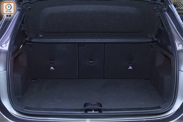 尾箱空間435L,較上代增+14L。(方偉堅攝)