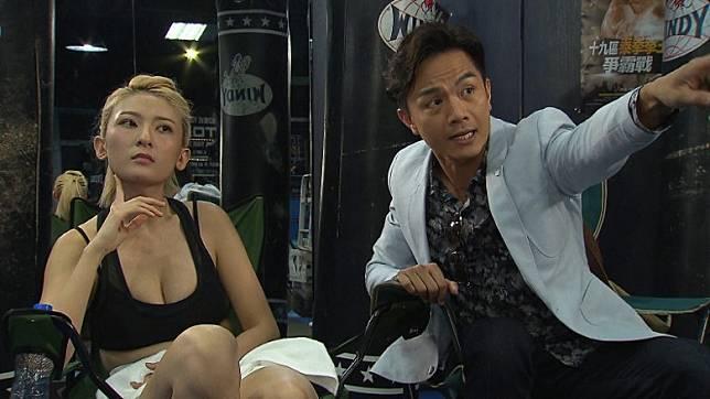 李君妍憑性感拳擊教練造型,成功殺出名堂。