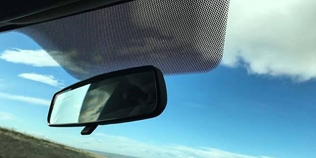 Frit kaca depan mobil (Ilustrasi/Scoopwhoop.com)