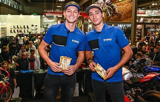 Pembalap WSBK tim Yamaha, Michael van der Mark dan Toprak Razgatlioglu di pameran motor EICMA 2019, Milan, Italia
