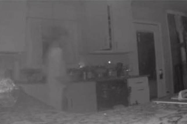 แม่ช็อค! กล้องวงจรปิด ถ่ายติดวิญญาณลูกชายเดินป้วนเปี้ยนในบ้าน | MThai.com |  LINE TODAY