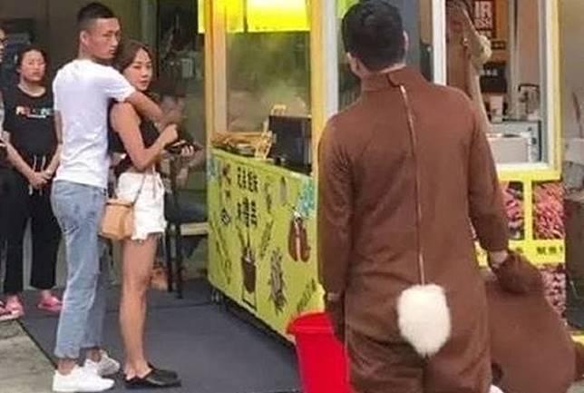 Viral Pria Nyamar Jadi Beruang untuk Beri Surprise, Malah Pergoki Pacarnya Selingkuh