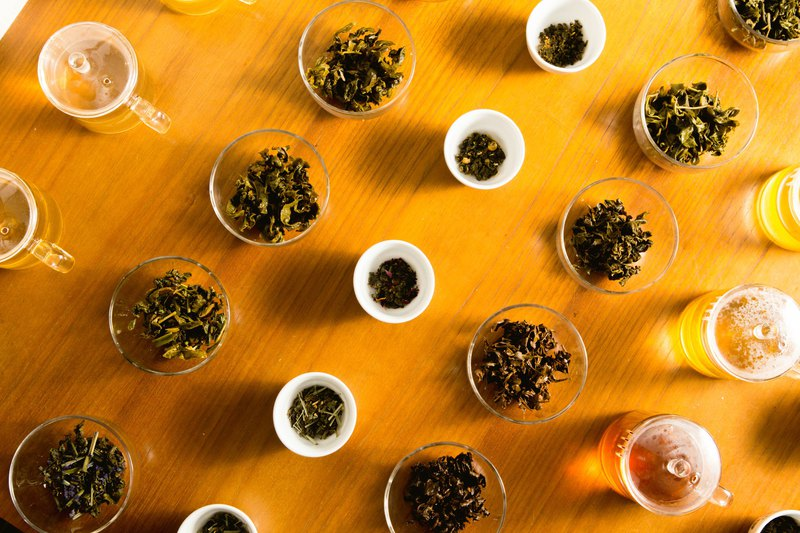 用一個下午來認識的台灣烏龍茶: 1. 世界六大茶系的分別與各國茶風貌 2. 台灣五種烏龍茶品介紹 3. 如何評鑑一杯茶 4. 盲測體驗