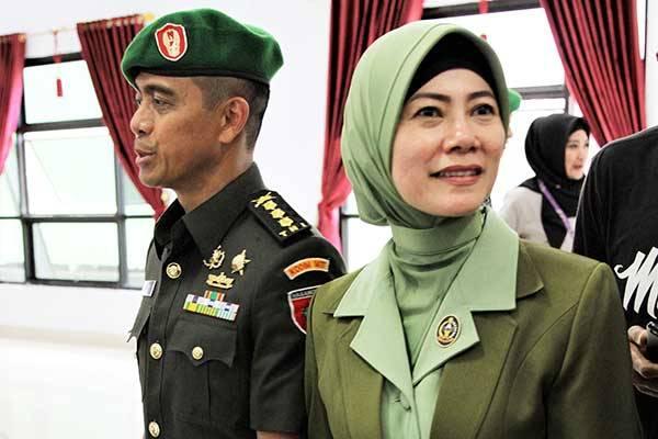 Irma Zulkifli Nasution Hendari yang diduga melanggar UU ITE akibat komentar di media sosial.