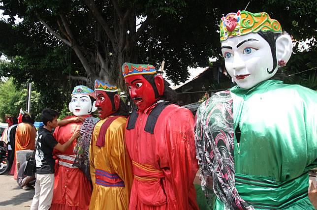 Mengamen Dengan Ondel Ondel Merusak Tradisi