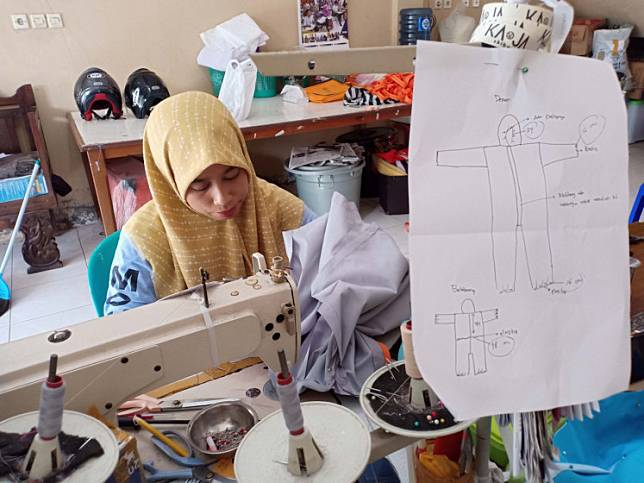 Yaurohmi Fauzanah, an employee of Santishop Manufacture Indonesia UKM, makes a hazmat suit in Bantul on March 28. The protective gear will be distributed for free to hospitals.