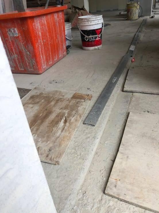 橫向總線:確認橫向走向的石材都會切齊,保持橫向縫線一致。
